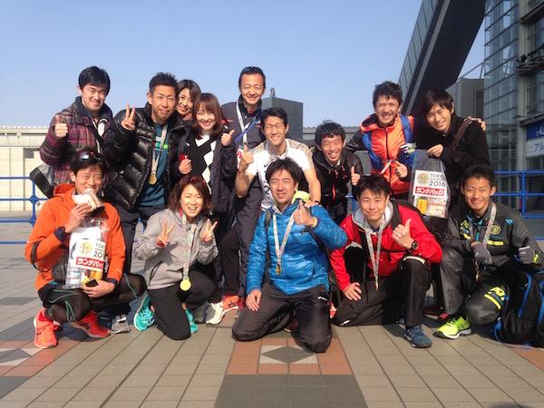 東京マラソン参加者や応援者と一緒に記念撮影