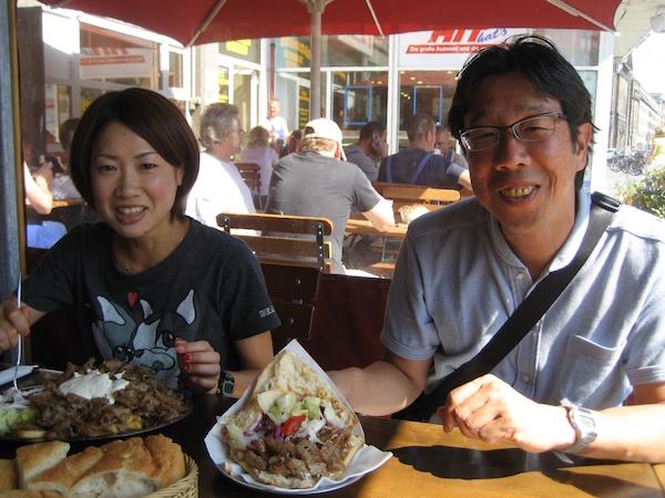 ベルリンにて川越監督とランチを食べる加納由理