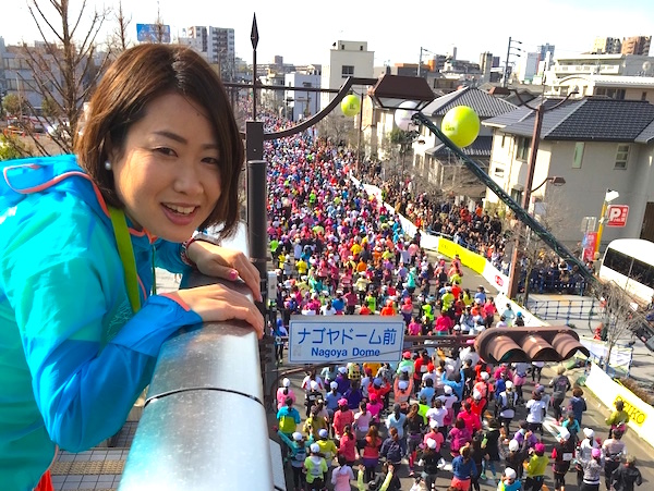 名古屋ウィメンズマラソンを走るランナーを見守る加納由理
