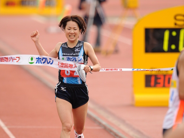 2008年札幌国際ハーフマラソン1位でゴールした加納由理